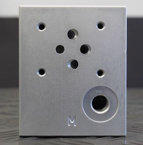 Cartridgeblok met aansluiting voor manometer en Cetop-ventiel.