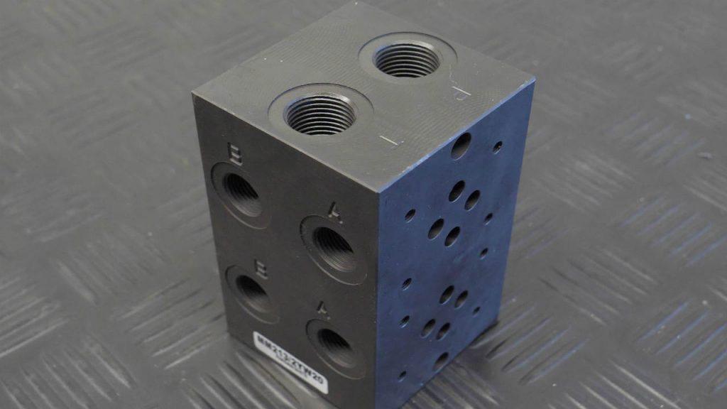 stalen cartridgeblok met 2 Cetop-ventielaansluitingen