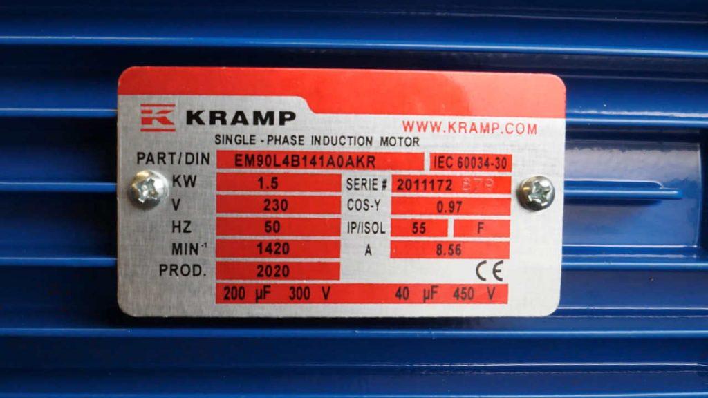 Plaat met daarop de technische specificaties van het hydrauliekaggregaat