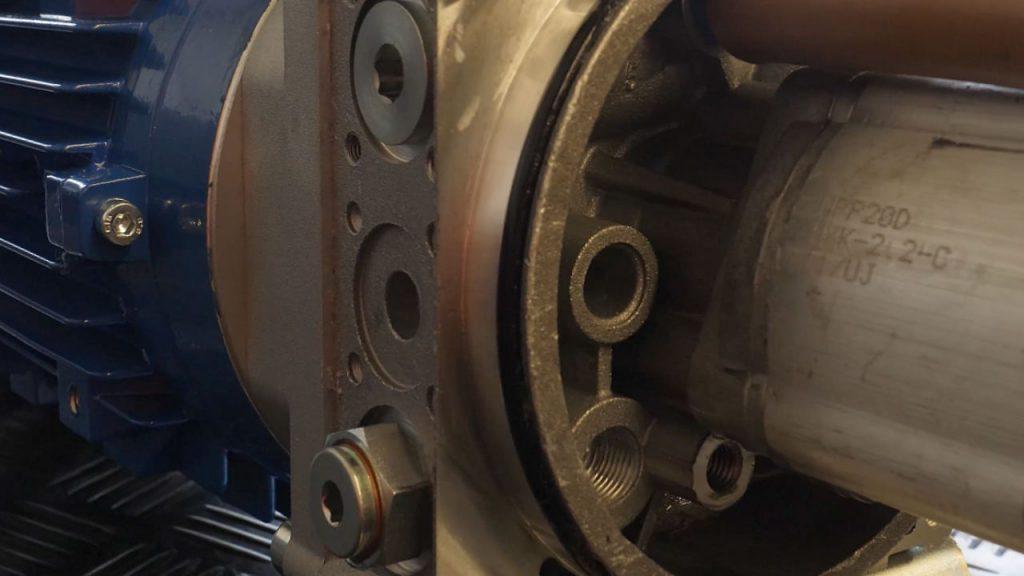 De manifold met linksonderd de terugslagklep