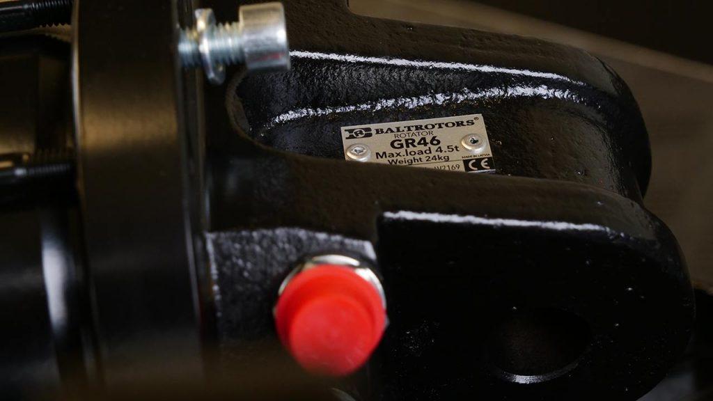 Een close-up van de rotator met typeplaat waarop de codering te zien is