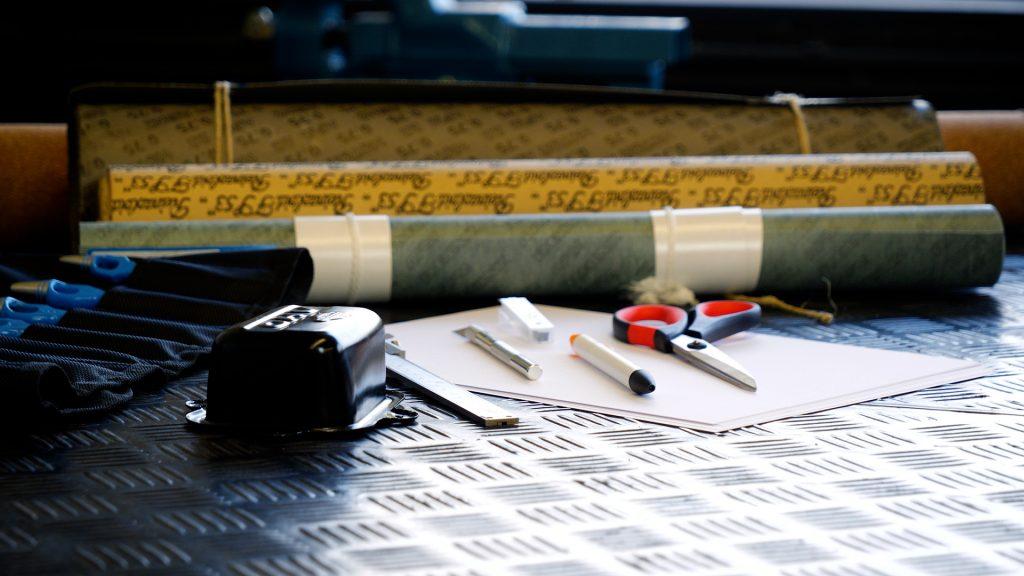 Diverse rollen materialen voor het maken van een pakking